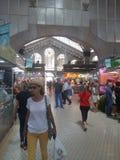Comida de las compras de Valencia del mercado central bying imagenes de archivo