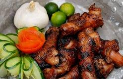 Comida de las Filipinas, Ng Manok (cuello asado a la parrilla de Leeg del pollo) Imagen de archivo libre de regalías