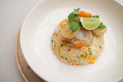 Comida de las gambas del huevo del arroz frito Foto de archivo