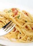 Comida de las pastas del carbonara de Fettuccini Imagen de archivo