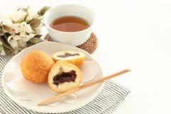 Comida de Okinawa, goma de la haba roja en pasta fotografía de archivo
