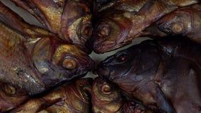 Comida de pescados ahumada del salmón curado Placa giratoria almacen de video