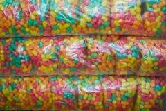 Comida de pescados colorida llena en paquetes individuales imagenes de archivo