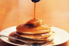 Comida de placa del desayuno de la crepe imagenes de archivo