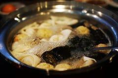 Comida de Sukiyaki en pote caliente foto de archivo libre de regalías