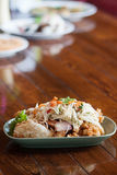 Comida de Tailandia: Ensalada de los mariscos con el mango picante Fotografía de archivo