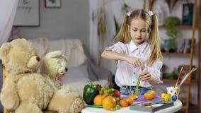 Comida decorativa de la fruta almacen de metraje de vídeo