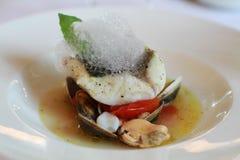 Comida decorativa gastrónoma de las bullabesas de los pescados Imagen de archivo