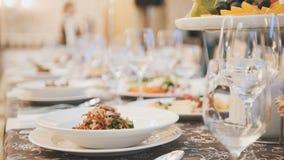 Comida del abastecimiento en restaurante antes de casarse Foto de archivo
