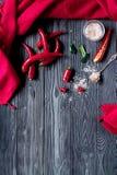 Comida del chile con la pimienta roja en maqueta oscura de la opinión superior del fondo Imagen de archivo libre de regalías