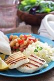 Comida del estilo de Oriente Medio con cuscús y garbanzos Imagen de archivo