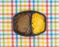 Comida del filete de Salisbury con la cena de TV de los macarrones con queso foto de archivo libre de regalías