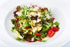 Comida del restaurante - ensalada de las verduras frescas Imagen de archivo libre de regalías
