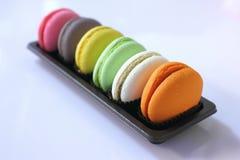 Comida del surtido de las galletas coloridas de los macarrones fotografía de archivo libre de regalías