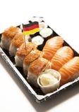 Comida del sushi en la bandeja con la bandera alemana contra el fondo blanco Fotos de archivo libres de regalías