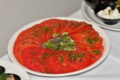Comida del tomate del desayuno de la comida fría de la tabla Fotos de archivo
