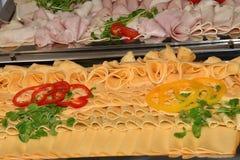 Comida del tomatoe del queso del jamón de la comida fría de la tabla Imágenes de archivo libres de regalías