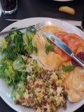Comida deliciosa en restaurante popular fotografía de archivo