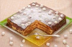 Comida dulce: Ninguno-cueza la torta con las galletas de harina de avena Imagen de archivo libre de regalías