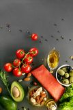 Comida en la tabla Ingredientes alimentarios sanos Imágenes de archivo libres de regalías
