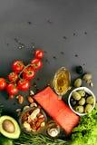 Comida en la tabla Ingredientes alimentarios sanos Foto de archivo libre de regalías