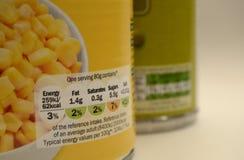 Comida enlatada que empaqueta Reino Unido por etiqueta de la nutrición de la porción Fotos de archivo libres de regalías