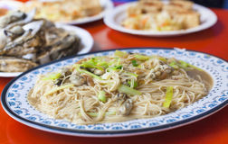 Comida famosa tradicional del chino y de Taiwán - la ostra enrarece los tallarines Fotos de archivo