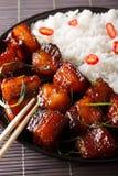 Comida festiva vietnamita: vientre de cerdo rojo con el primer del arroz Vert Fotos de archivo libres de regalías