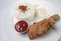 Comida filipina del valor del chicksilog picante en Filipinas fotos de archivo