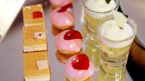 Comida fría colorida del postre, merienda-cena de la tarde Imagen de archivo libre de regalías
