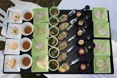 Comida fría de la comida en restaurante de lujo Tabla del arreglo de la comida del abastecimiento de la comida fría Fotografía de archivo libre de regalías