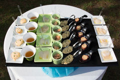 Comida fría de la comida en restaurante de lujo Tabla del arreglo de la comida del abastecimiento de la comida fría Imagen de archivo