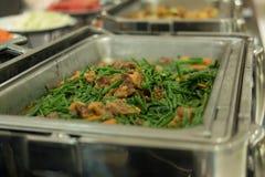 Comida fría de la comida en restaurante abastecimiento en el hotel para el banquete de boda b Imagen de archivo