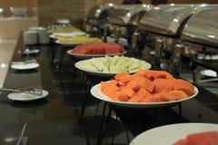 Comida fría de la comida en restaurante abastecimiento en el hotel para el banquete de boda b Imagenes de archivo