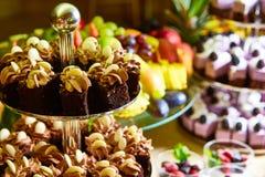 Comida fría de la torta para una fiesta de cumpleaños Imágenes de archivo libres de regalías