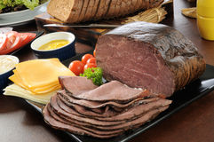 Comida fría del emparedado de la carne de vaca de carne asada foto de archivo