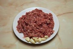 Comida fresca para preparar los rollos de la col o las albóndigas perezosos de la carne de vaca, fotos de archivo