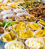 Comida frita en el mercado de pescados Fotografía de archivo