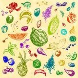 Comida, frutas y bayas dibujadas mano del garabato Objetos coloreados, fondo inconsútil de la acuarela amarilla Foto de archivo libre de regalías