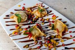 Comida india de la entrada deliciosa en un restaurante de lujo foto de archivo