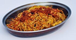 Comida india tradicional en plato Foto de archivo