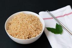 Comida inmediata de los tallarines tailandeses de la mamá Foto de archivo