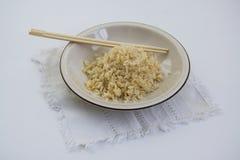 Comida japonesa: cocinar el arroz sano Fotografía de archivo