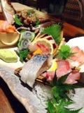 Comida japonesa con los pescados crudos Foto de archivo libre de regalías