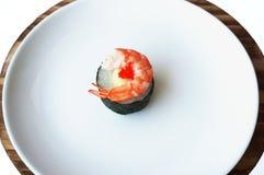 Comida japonesa del sushi, primer del camarón del sushi con alga marina Fotos de archivo libres de regalías