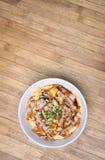 Comida japonesa tradicional, Oyakodon y arroz en un cuenco (Pollo fotos de archivo