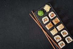 Comida japonesa tradicional - sushi, rollos fotografía de archivo libre de regalías