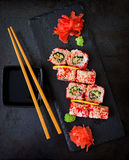 Comida japonesa tradicional - sushi, rollos y salsa fotografía de archivo