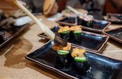 Comida japonesa, Uni sushi fresco con el pepino fotos de archivo