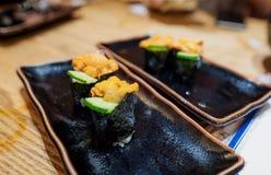 Comida japonesa, Uni sushi fresco con el pepino imagen de archivo libre de regalías